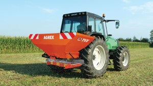 TVX-fertilizer-spreader-on-the-field