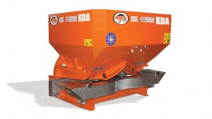 XDA_fertilizer-spreader-with-painted-hopper